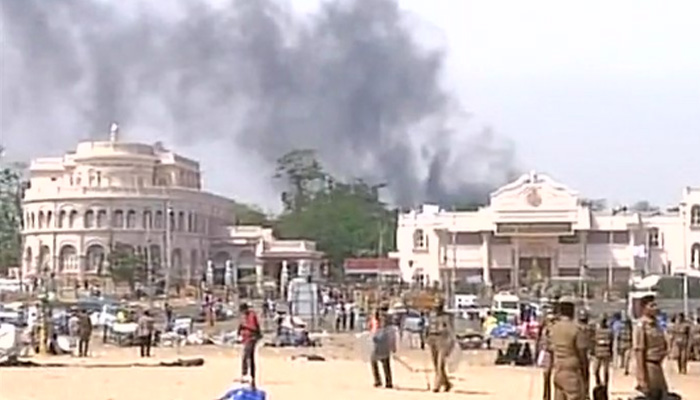 Jallikattu protests LIVE: Fire at police station near Chennai's Marina Beach; police disperse protesters